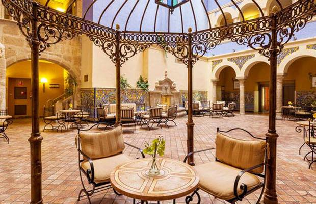 Up to 32% off stays of four nights or more Hotel ILUNION Mérida Palace Espadaña
